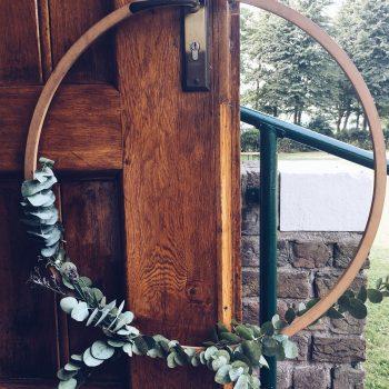 de-bruismeisjes-eerlijke-versiering-decoratie-bruiloft