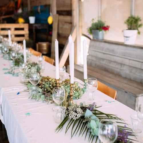 de-bruismeisjes-eten-decoratie-eerlijk-trouwen-bruiloft