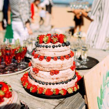 de-bruismeisjes-taart-bruiloft-eerlijk