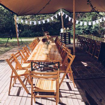de-bruismeisjes-te-leuk-tafelen-groene-loper-eerlijk-trouwen-bruiloften