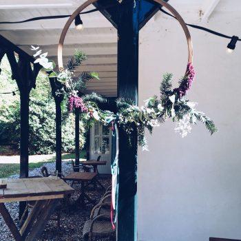 hoepels-de-bruismeisjes-door-een-ring-te-halen-groen-fair-trouwen